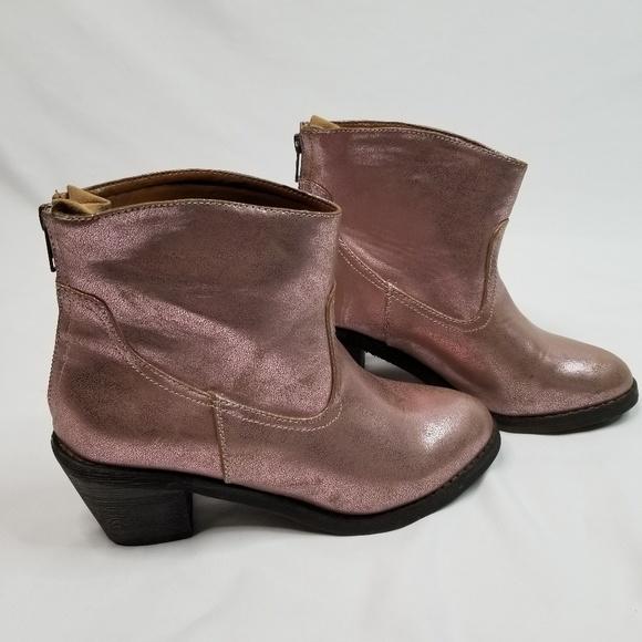 3e1fab56101 Skechers shiny cowboy boots